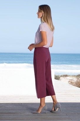 42227_on_figure_soft_burgundy_a.jpg